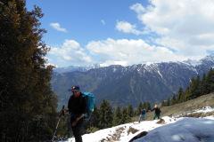 saurkundi-pass-trekking-manali-14